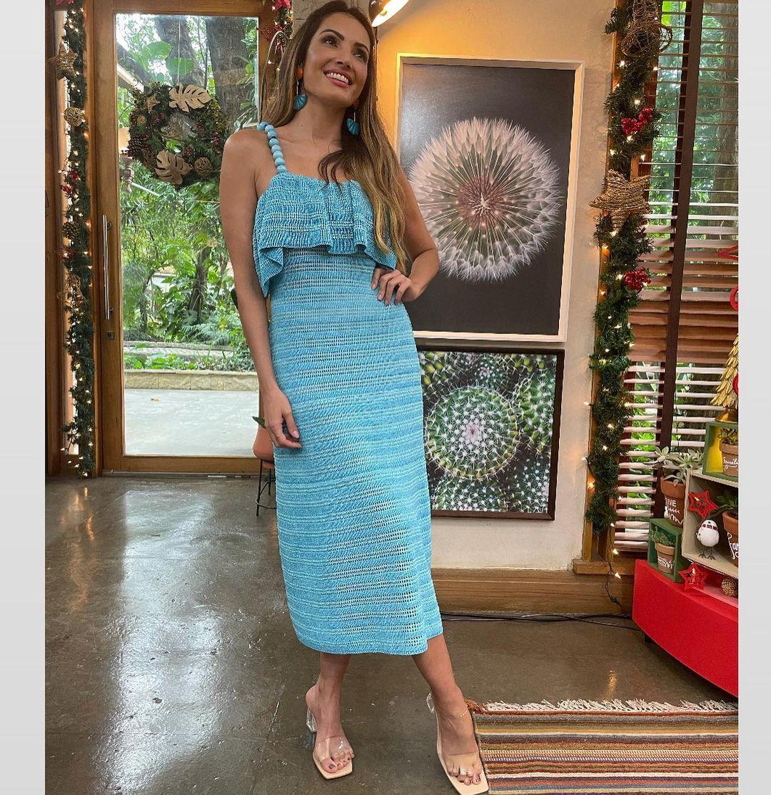 Imagem mostra Patricia Poeta com vestido azul