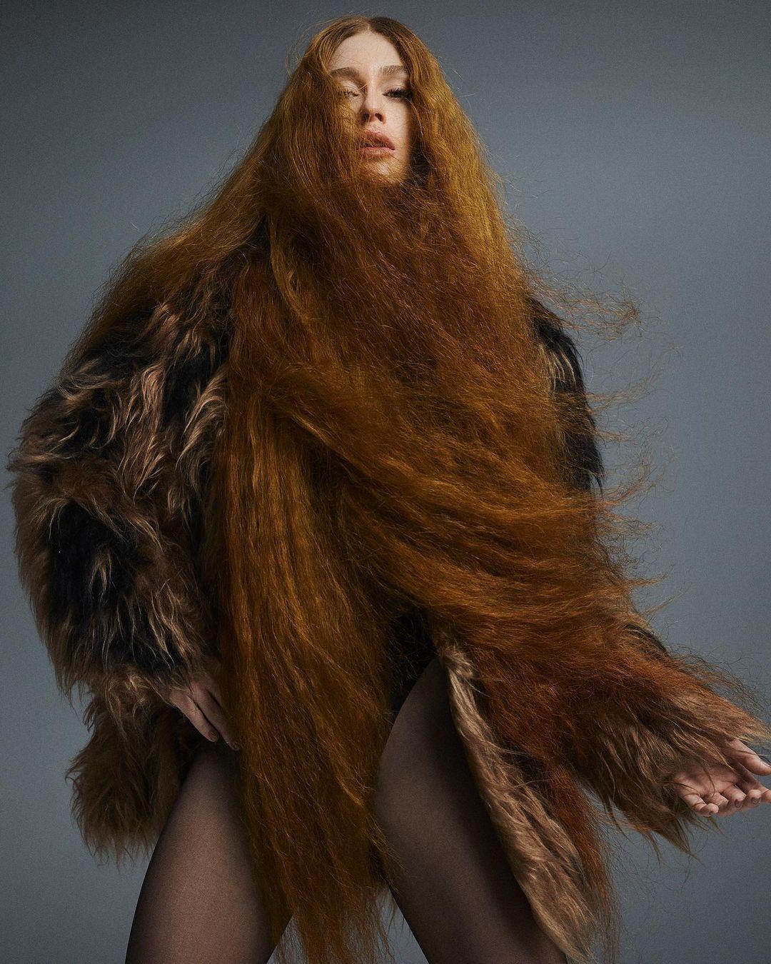 Imagem mostra Marina Ruy Barbosa com cabelo volumoso