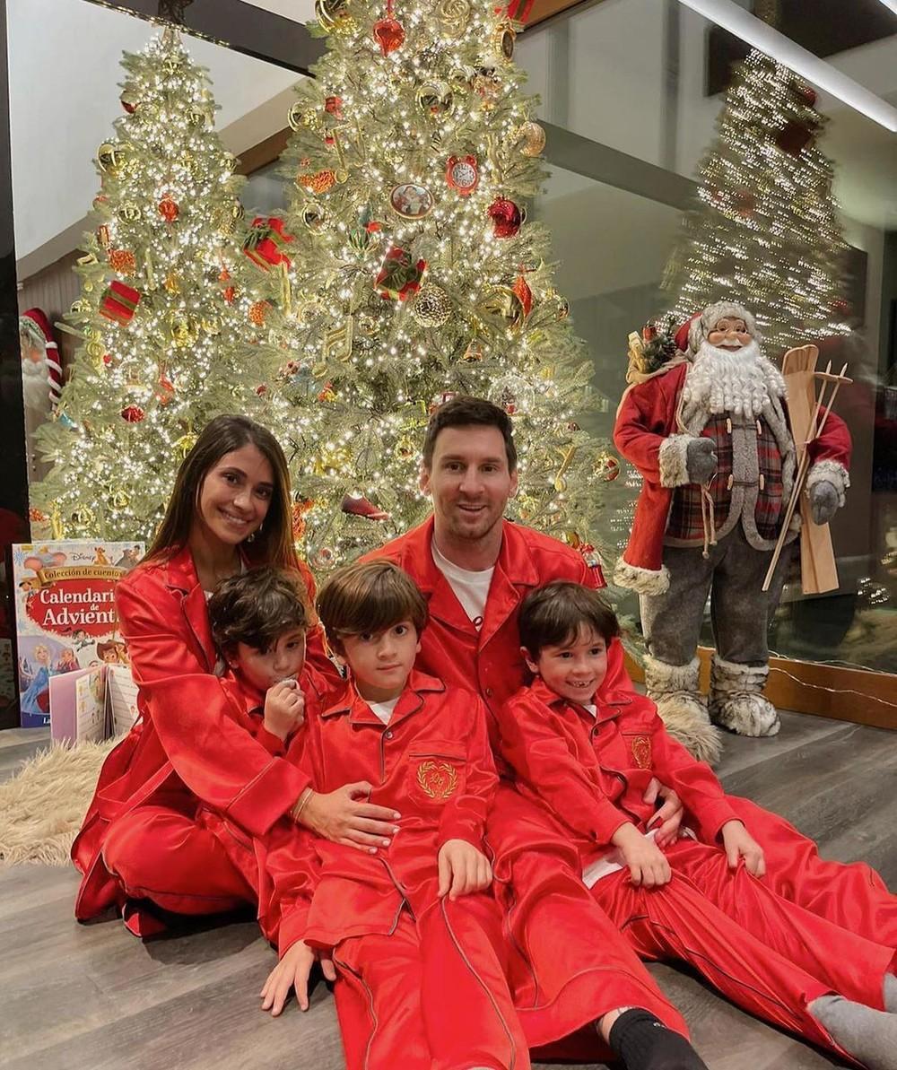 Craque argentino comemora Natal junto dos filhos e esposa