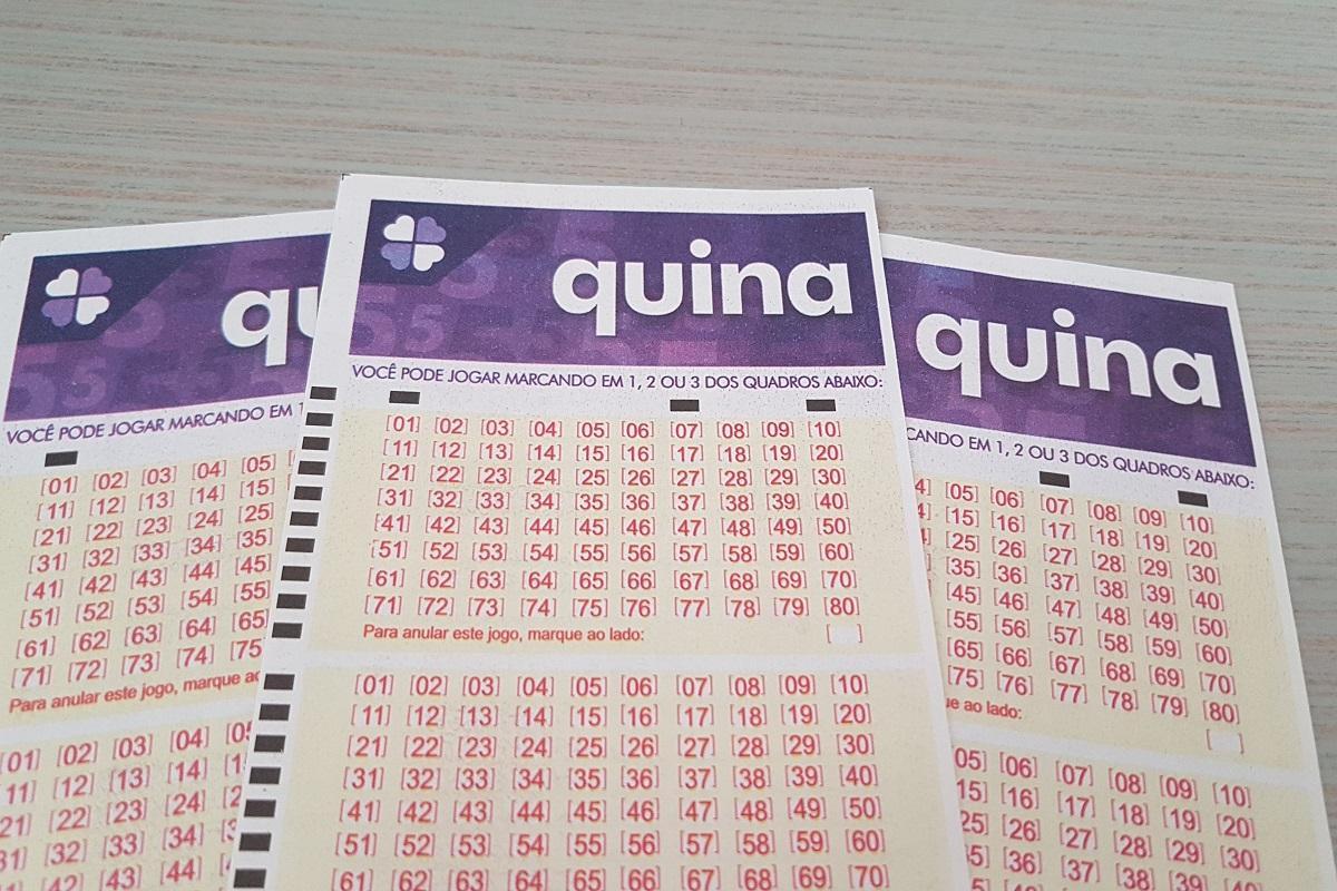 resultado da quina 5451 - A imagem mostra três volantes da Quina