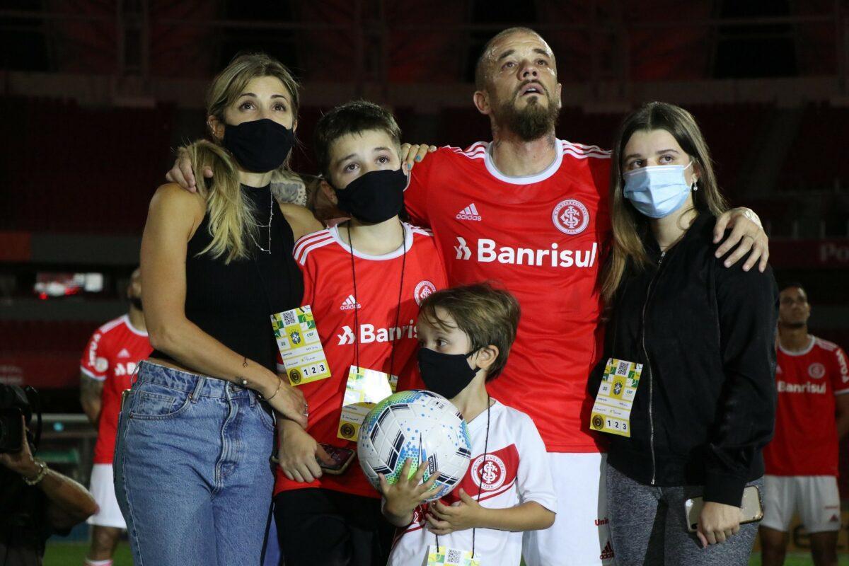 Família de D'Alessandro esteve presente no estádio em seu jogo de despedida