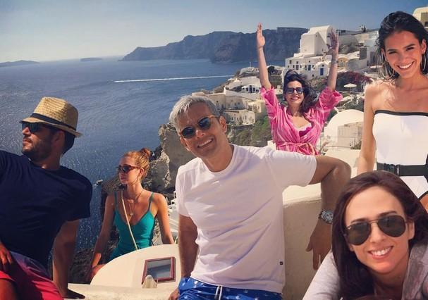 Imagem mostra famosos em montagem de viagem à Grécia