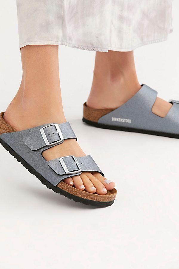 Imagem mostra sandália da Birkenstock