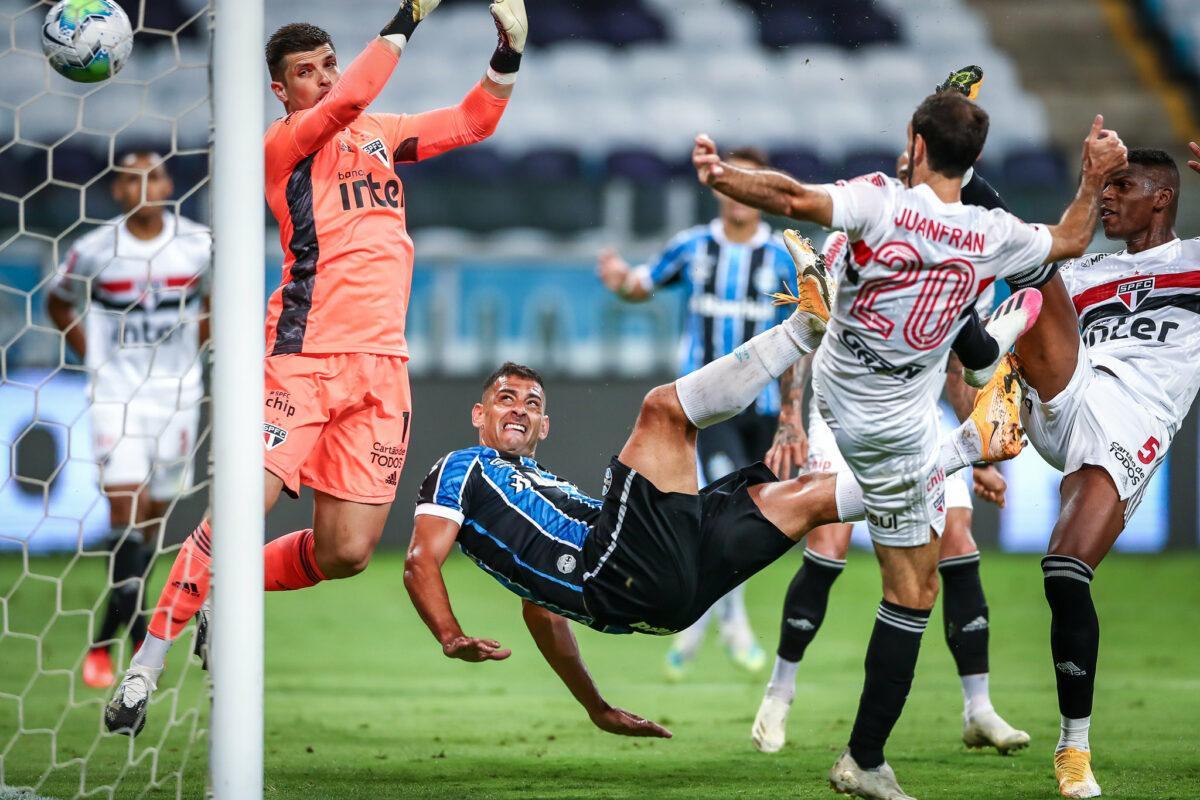 Lei do ex entra em ação, e Diegou Souza marca o único gol do confronto entre Grêmio e São Paulo