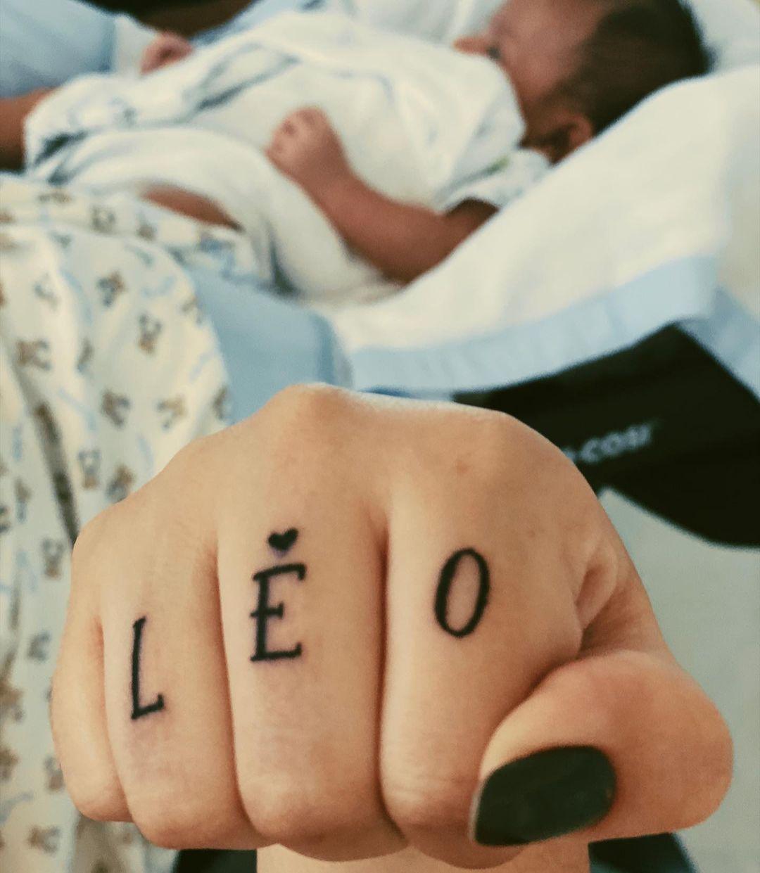 Imagem mostra tatuagem da Marilia Mendonça na mão