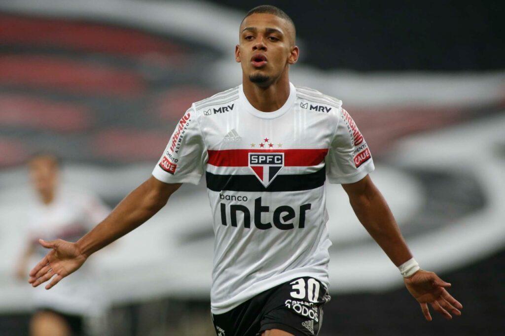 Imagem mostra o atacante do São Paulo, Brenner.