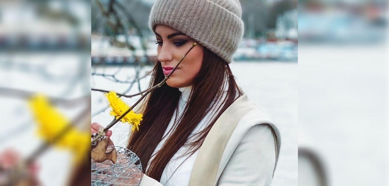 A cantora Camila Panades em imagem de seu novo single.