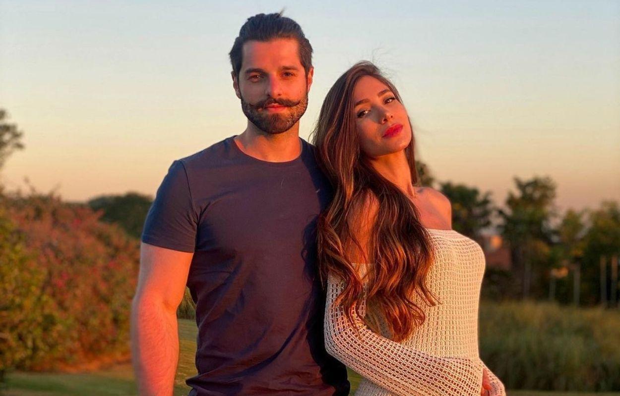 Imagem mostra DJ Alok e Romana Novais