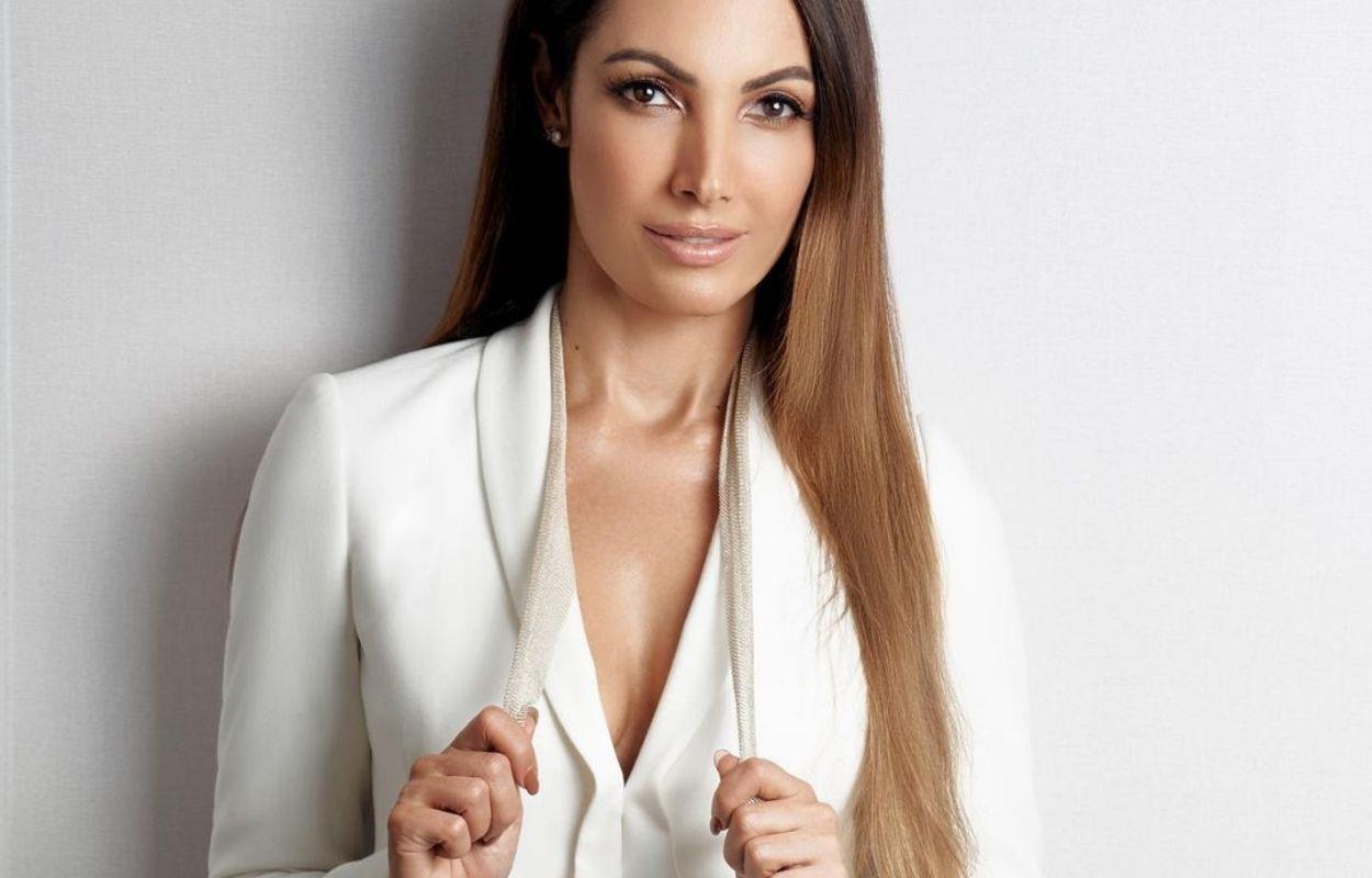 Imagem mostra Patricia Poeta com look branco