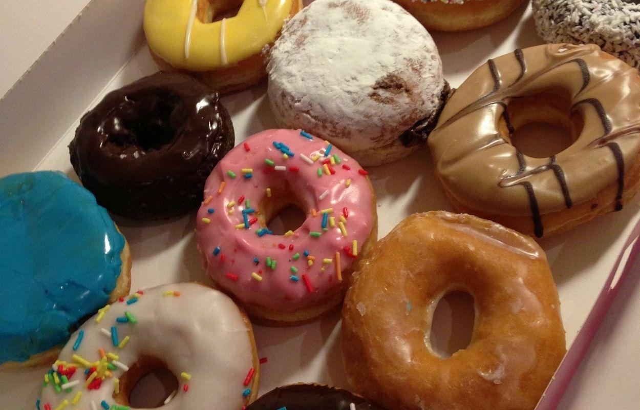 Imagem mostra donuts variados