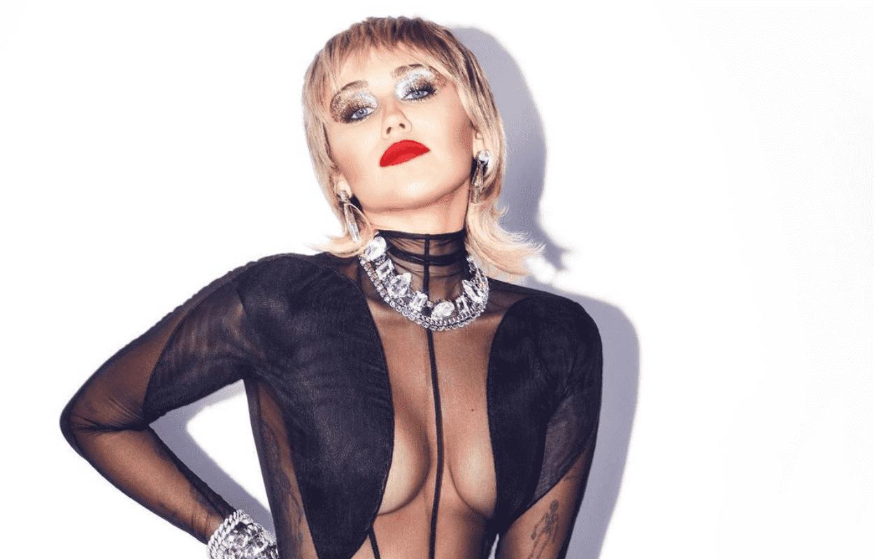 Imagem mostra cabelo mullet da Miley Cyrus