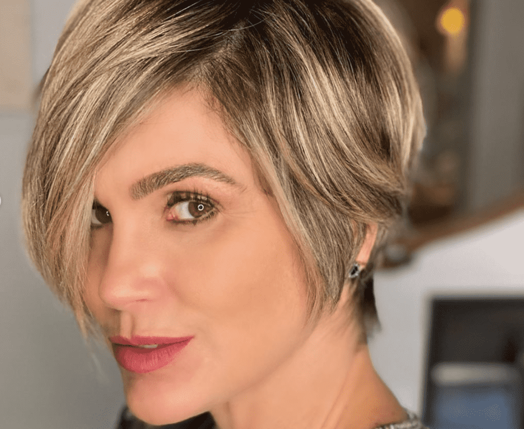Na imagem a atriz Flávia Alessandra
