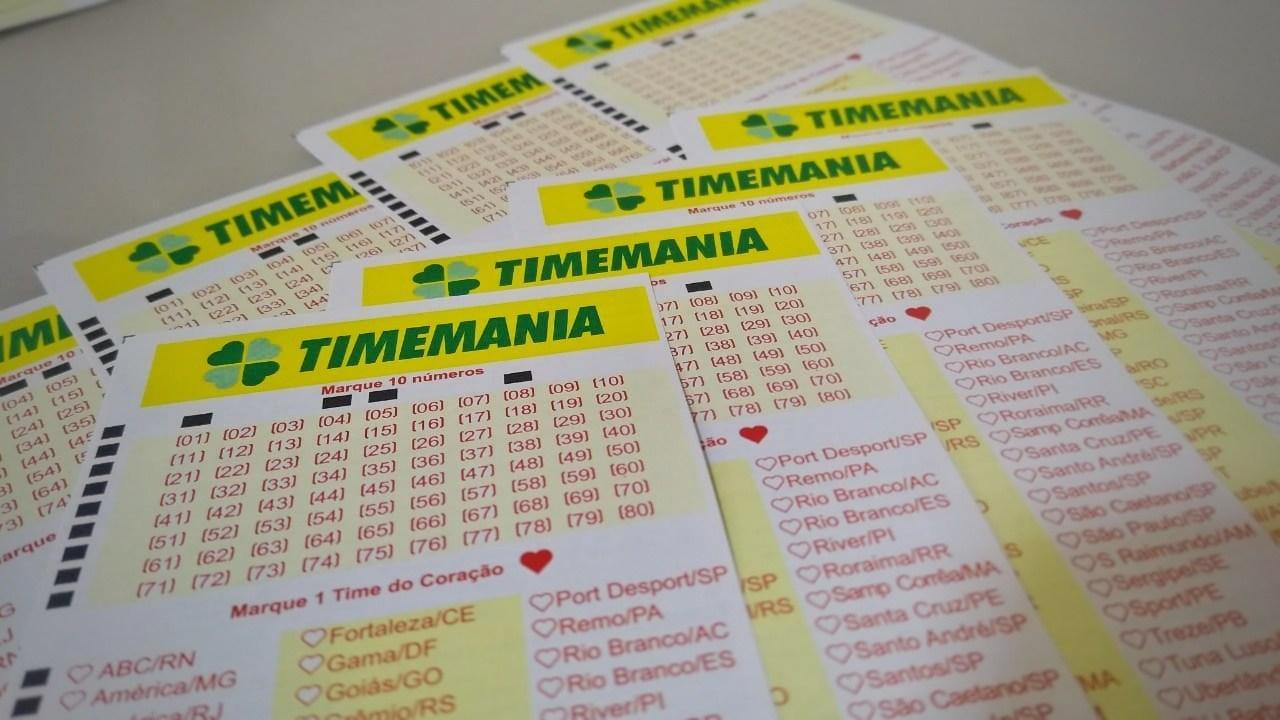 A imagem mostra diversos volantes da Timemania