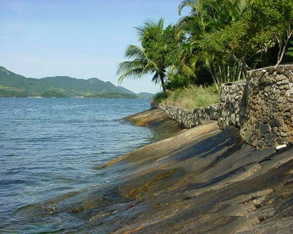 Ilha Comprida, na região de Angra dos Reis