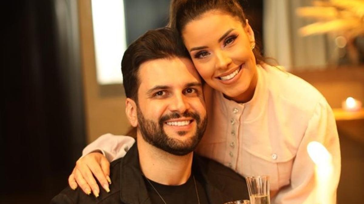 Na imagem a ex-BBB Ivy Moraes e noivo, Rogério Fernandes