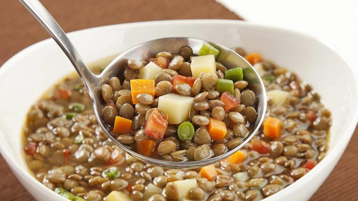 Na imagem Lentilha com legumes