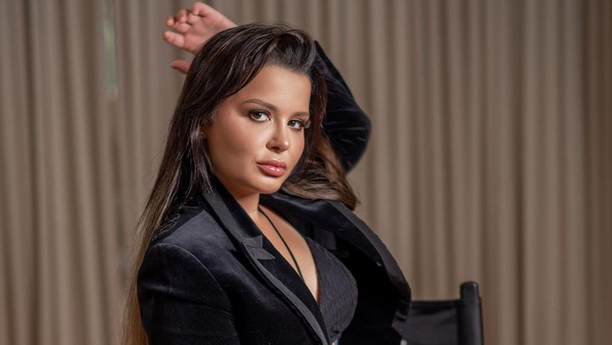Na imagem a cantora Maraisa, da dupla com Maiara, em ensaio sensual