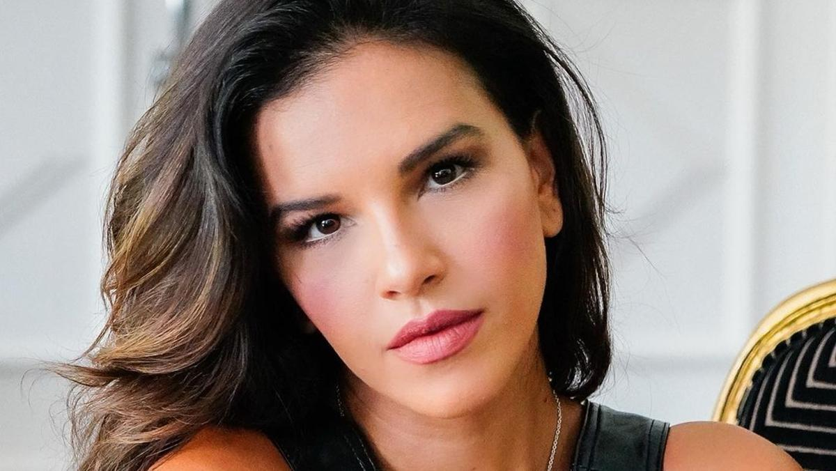 Na imagem a apresentadora Mariana Rios