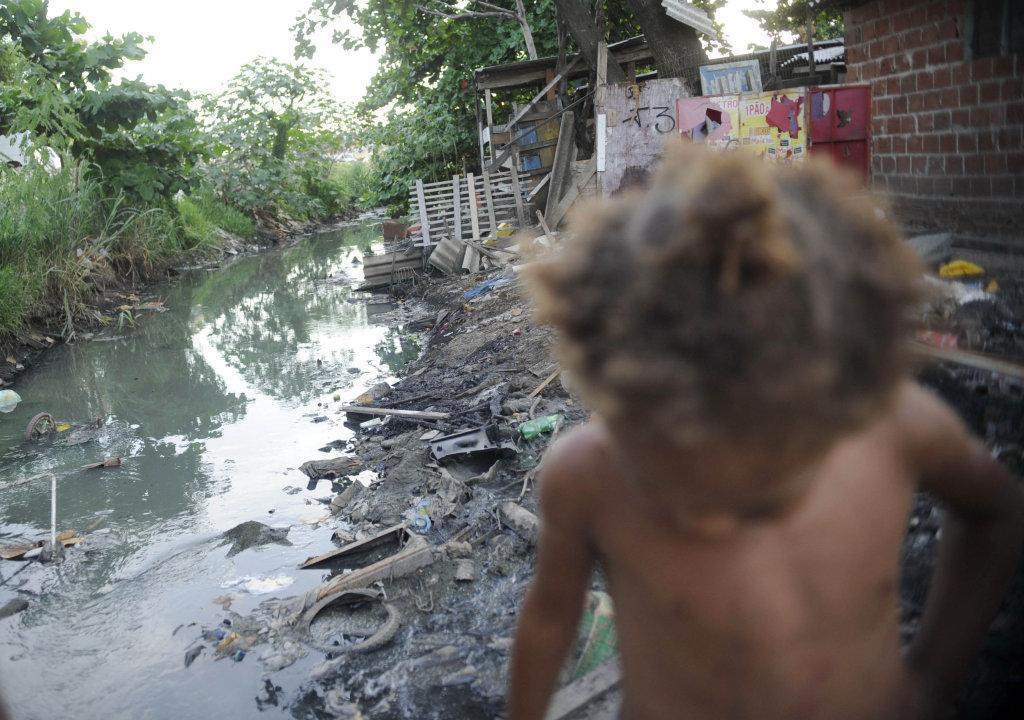 Redução do auxílio emergencial joga milhões na linha de pobreza