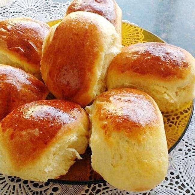 Imagem mostra pão doce simples