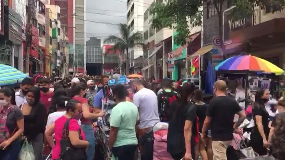 Brás com ruas lotadas