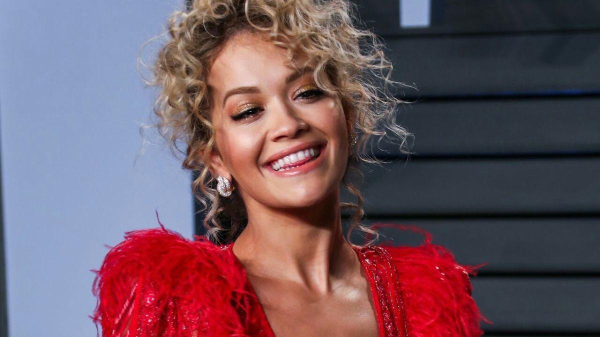 Rita Ora pede desculpas