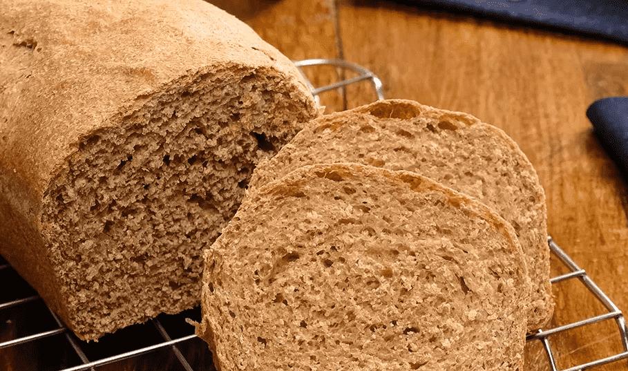 Imagem mostra pão caseiro integral
