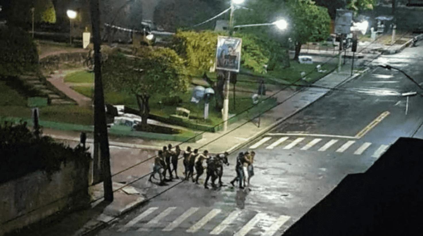 Foto mostra reféns em Cametá