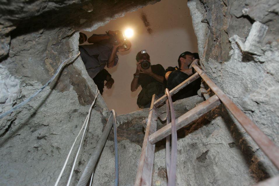 Foto mostra túnel usado por assaltantes do Banco Central
