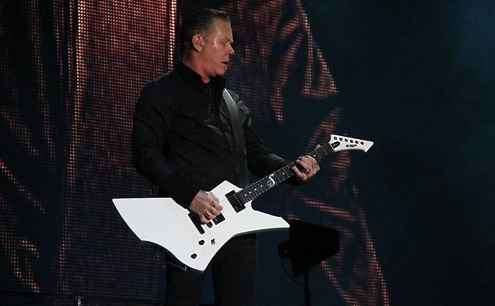 Imagem do cantor e guitarrista James Hetfield