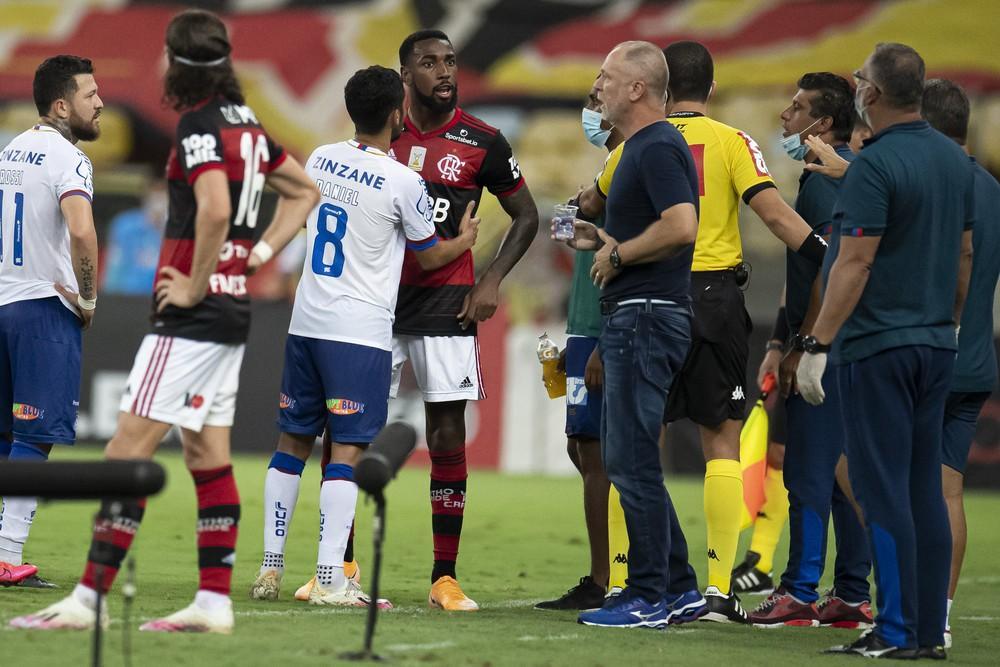 Flamengo vence Bahia por 4 a 3 em jogo marcado por mais um caso de racismo