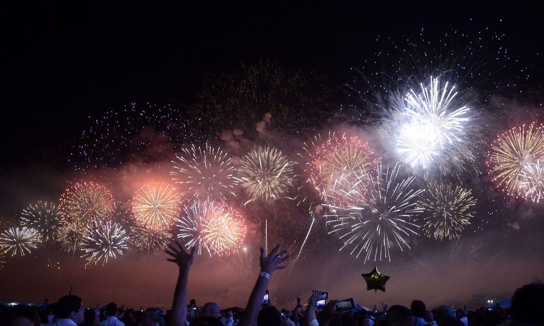 Festas de fim de ano: queima de fogos na praia