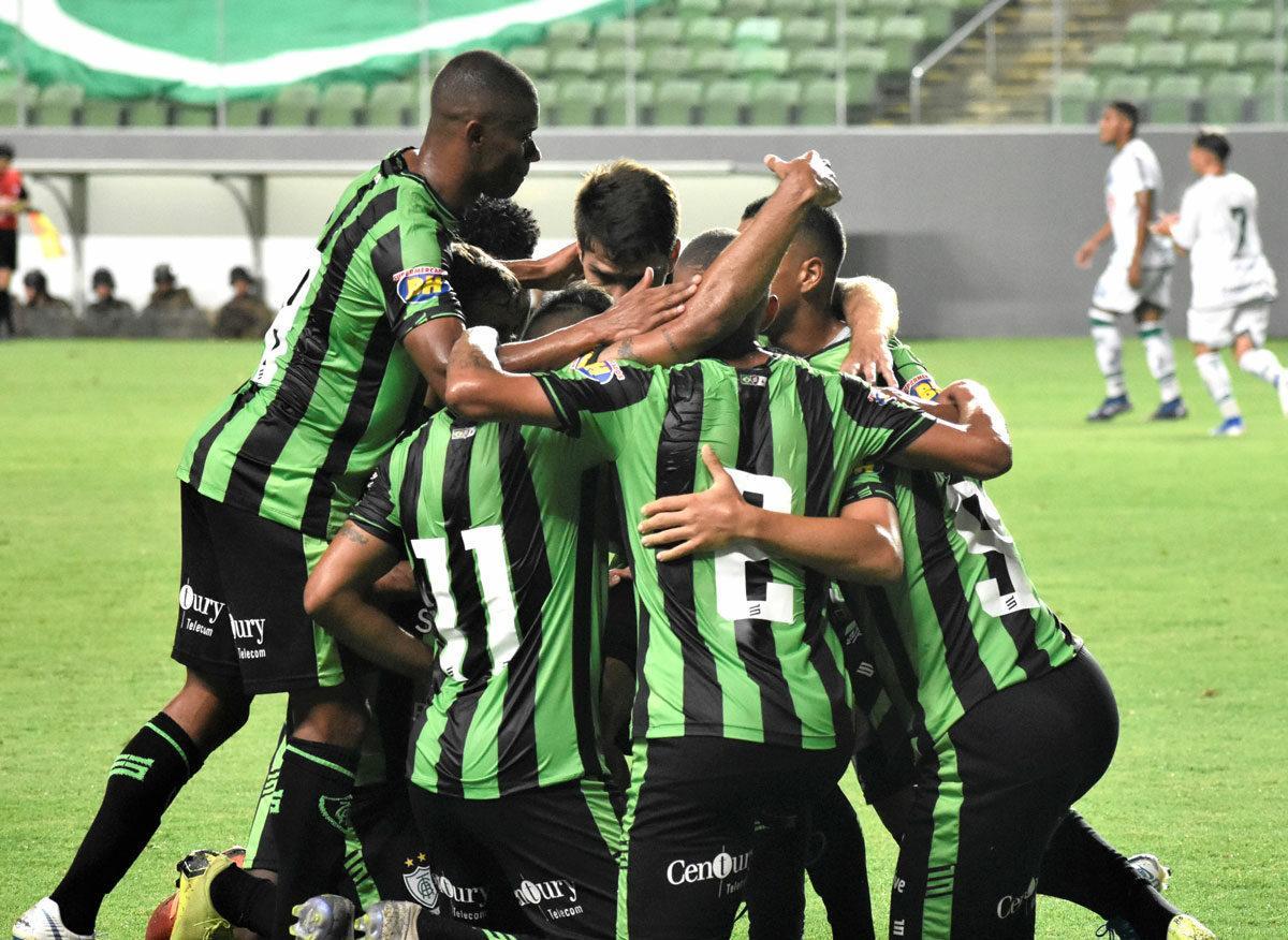 Imagem mostra jogadores do América-MG, conquistando mais uma vitória na Copa do Brasil