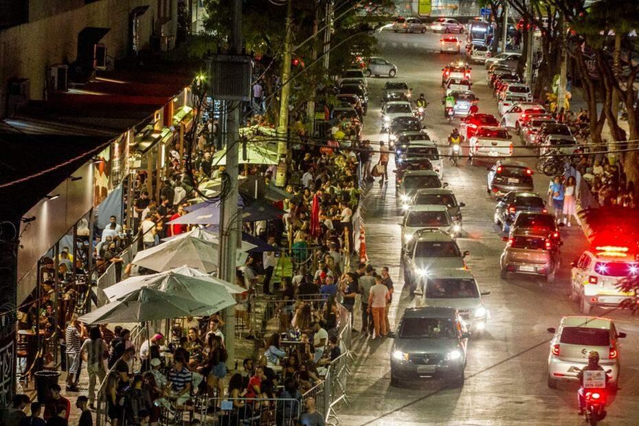 Covid-19 em BH: prefeito proíbe consumo de bebidas alcoólicas em bares e restaurantes