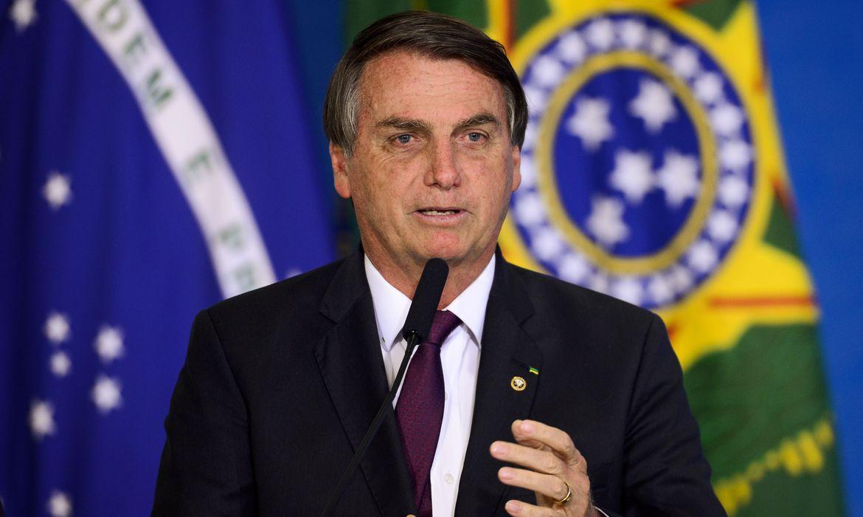 Bolsonaro assina MP que libera R$20 bilhões para vacinação contra Covid-19