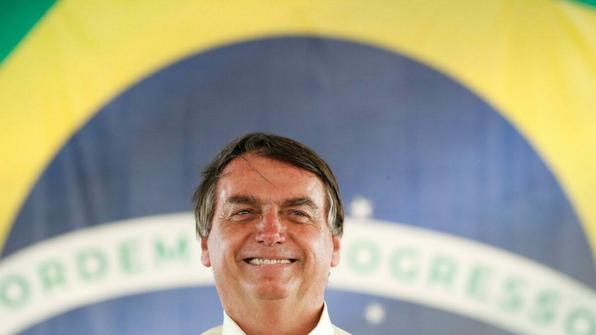 Aprovação de Bolsonaro cresce em 38% e ele é o favorito para 2022, diz pesquisa