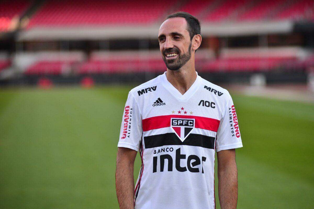 Juanfran renova contrato com São Paulo e permanece até final da temporada