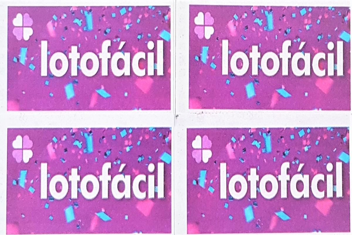 A imagem mostra volantes da Lotofácil