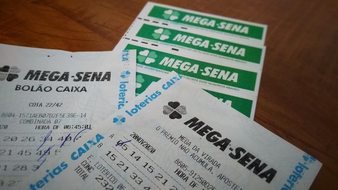 mega sena de ontem A imagem mostra diversos volantes da Mega-Sena