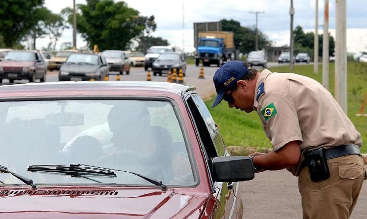 Multas na quarentena: agente de trânsito autua motorista