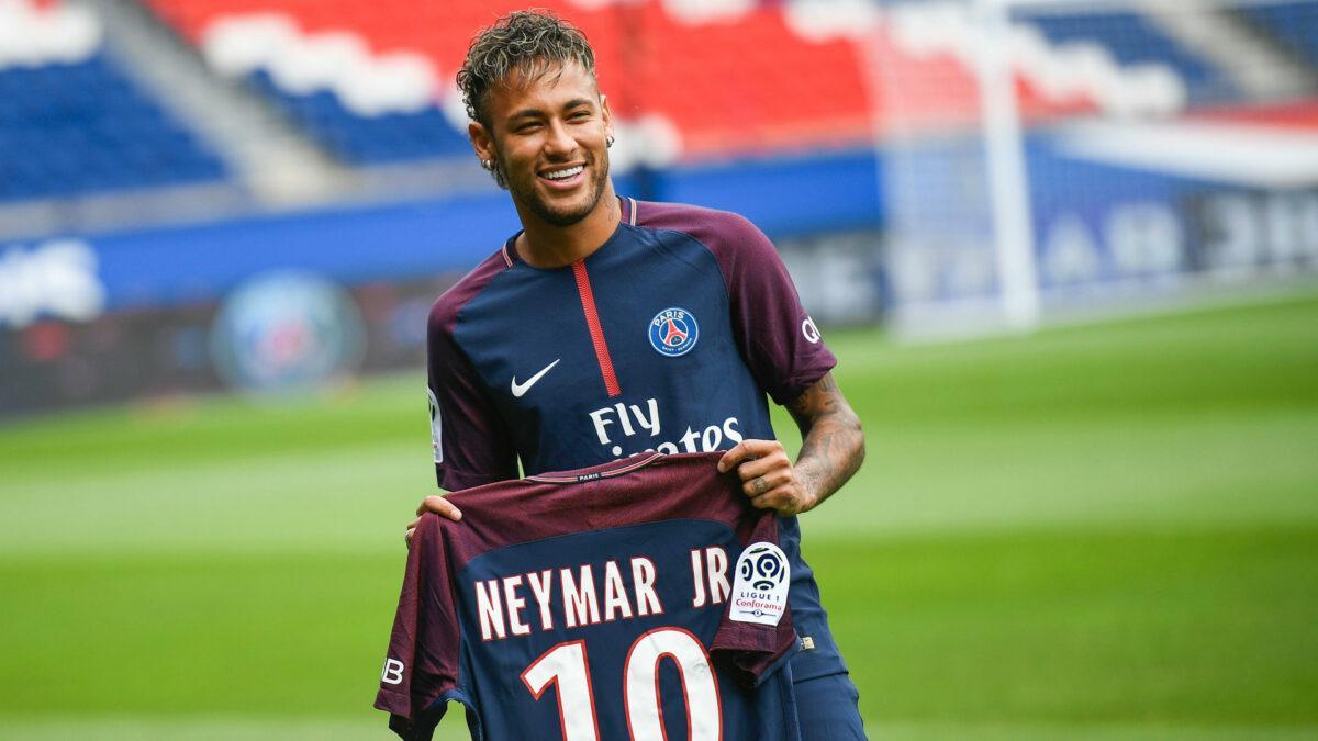 Neymar chegou a ter o maior salário do futebol, mas Messi ultrapassou o brasileiro