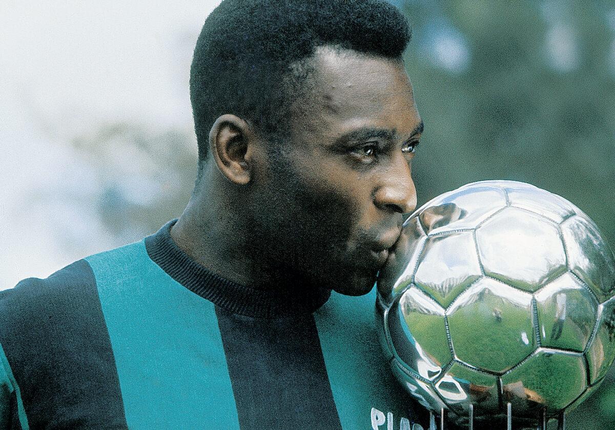 Considerado o maior jogador de todos os tempo, Pelé está no Bola de Ouro Dream Team