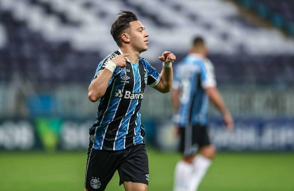 Imagem mostra atacante do Grêmio, Pepê.