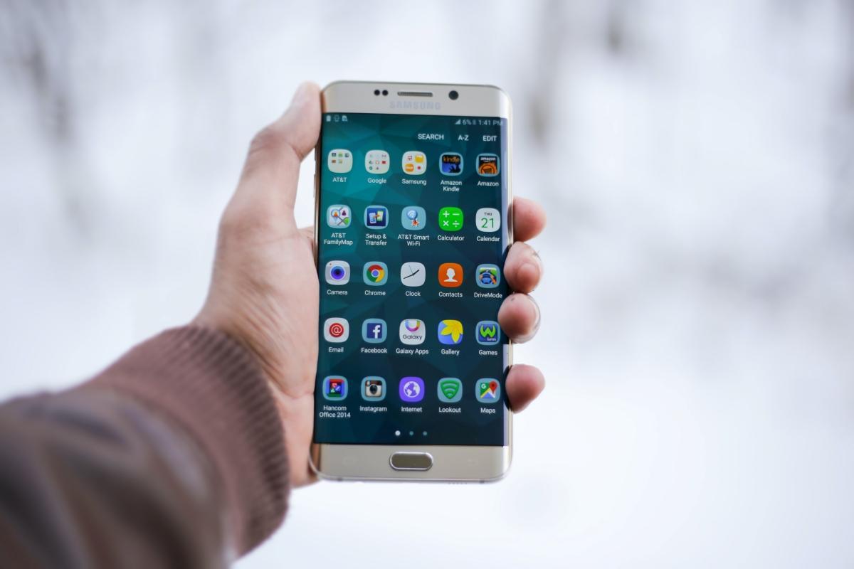 Como transformar o seu celular antigo