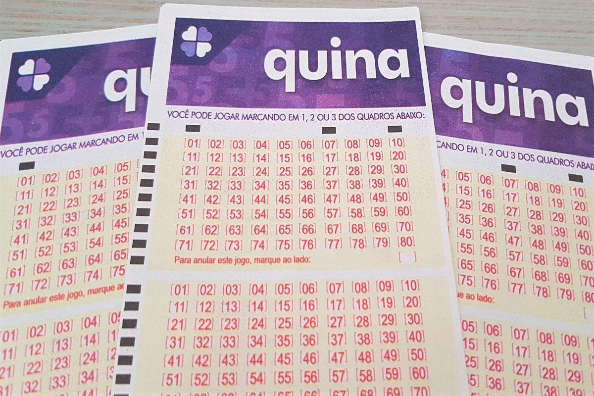 resultado da quina 5454 - A imagem mostra três volantes da Quina