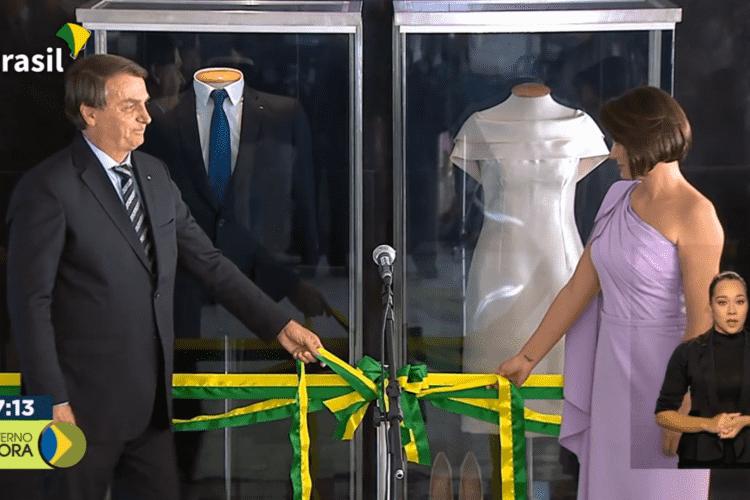 Bolsonaro e Michelle lançam exposição de trajes usados na posse presidencial