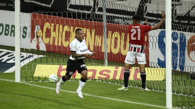 Corinthians vence São Paulo e mantem tabu