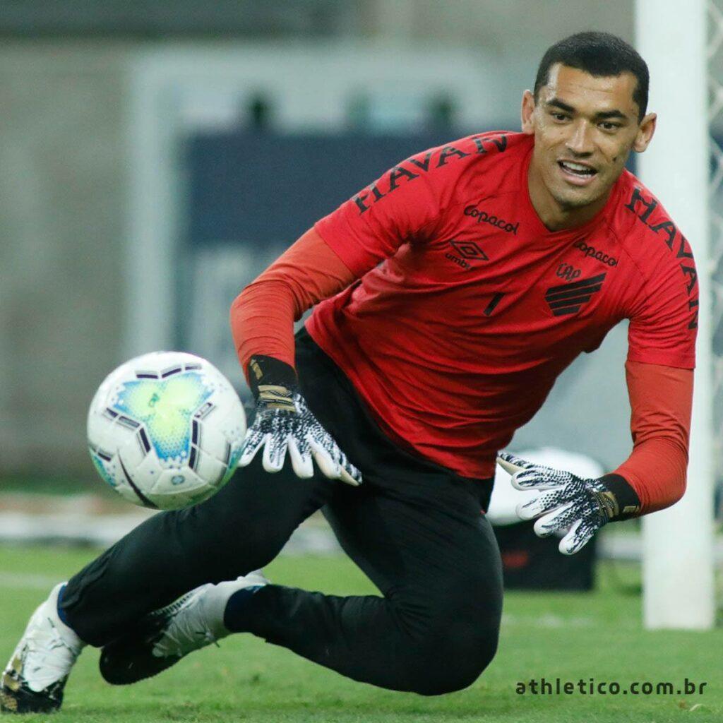 Imagem mostra goleiro do Athletico-PR, Santos.