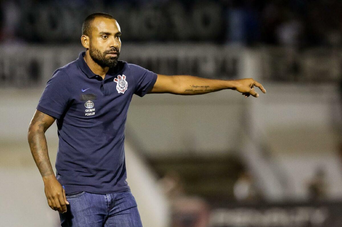 Sem sucesso em sua segunda passagem como treinador do Timão, Coelho voltou às categorias de base