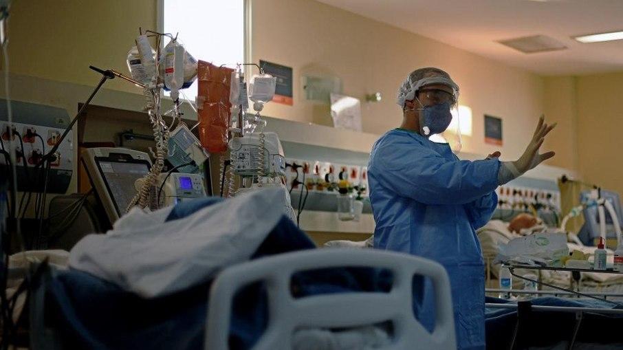 imagem mostra paciente de covid-19 em matéria sobre o que acontece quando falta oxigênio